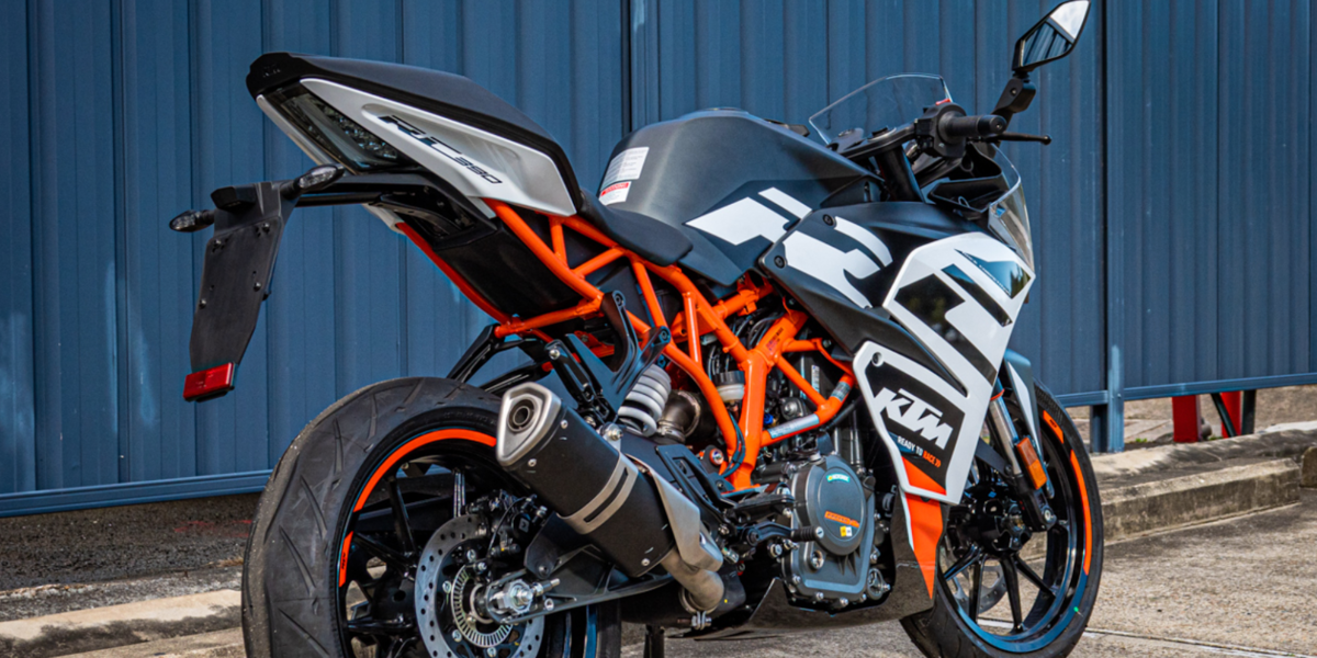 blog large image - LAMS Approved Race Ready KTM RC 390