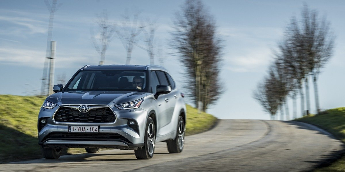 blog large image - HYBRID HEADLINES ALL-NEW TOYOTA KLUGER