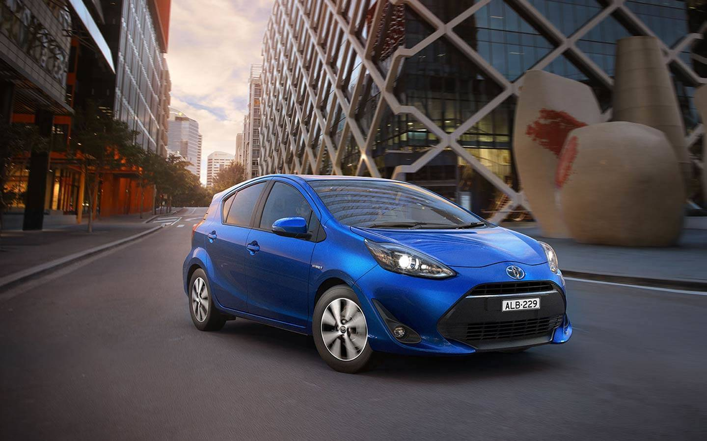 prius-c-features-performance