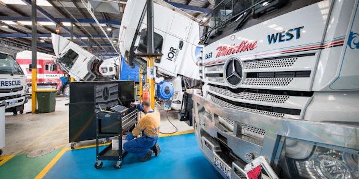 blog large image - Elite Support Certification Bestowed Upon New Daimler Trucks Dealers
