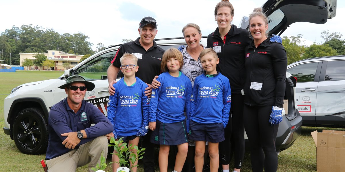 blog large image - Ken Mills Toyota gets its hands dirty at Matthew Flinders Anglican College this Schools Tree Day