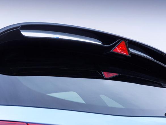 Dual-level rear spoiler.