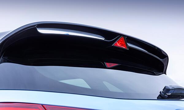 i30N's Dual-level rear spoiler.