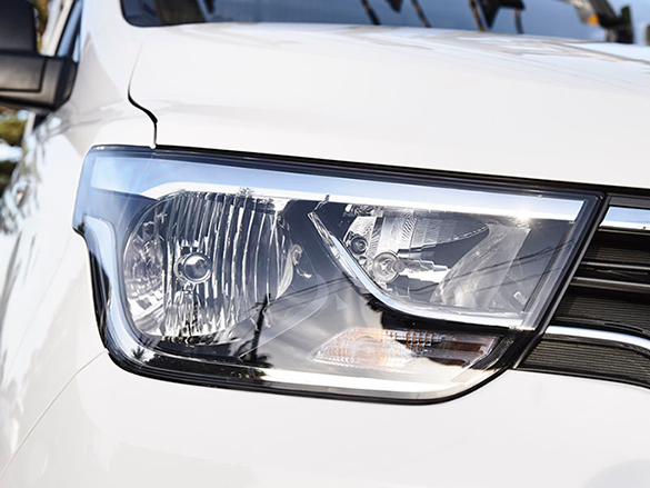 Automatic dusk sensing headlamps.