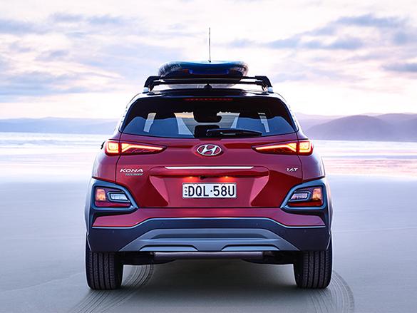 Top-bottom split design rear headlights.