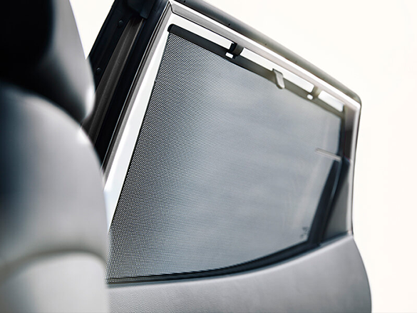 Rear door window sunshades.