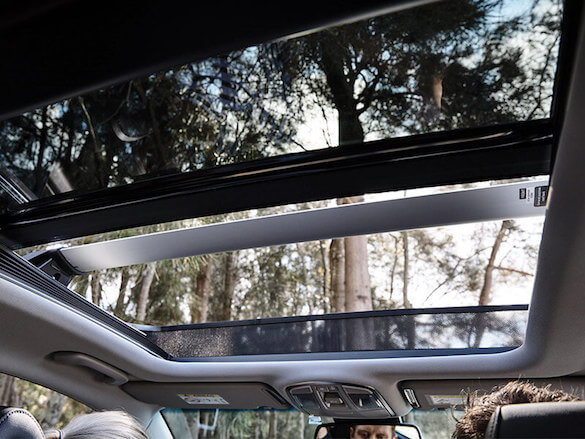 Panoramic glass sunroof.