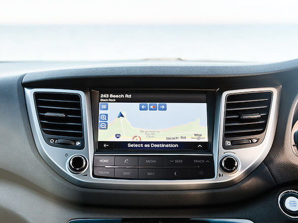 Touchscreen multimedia with satellite navigation.