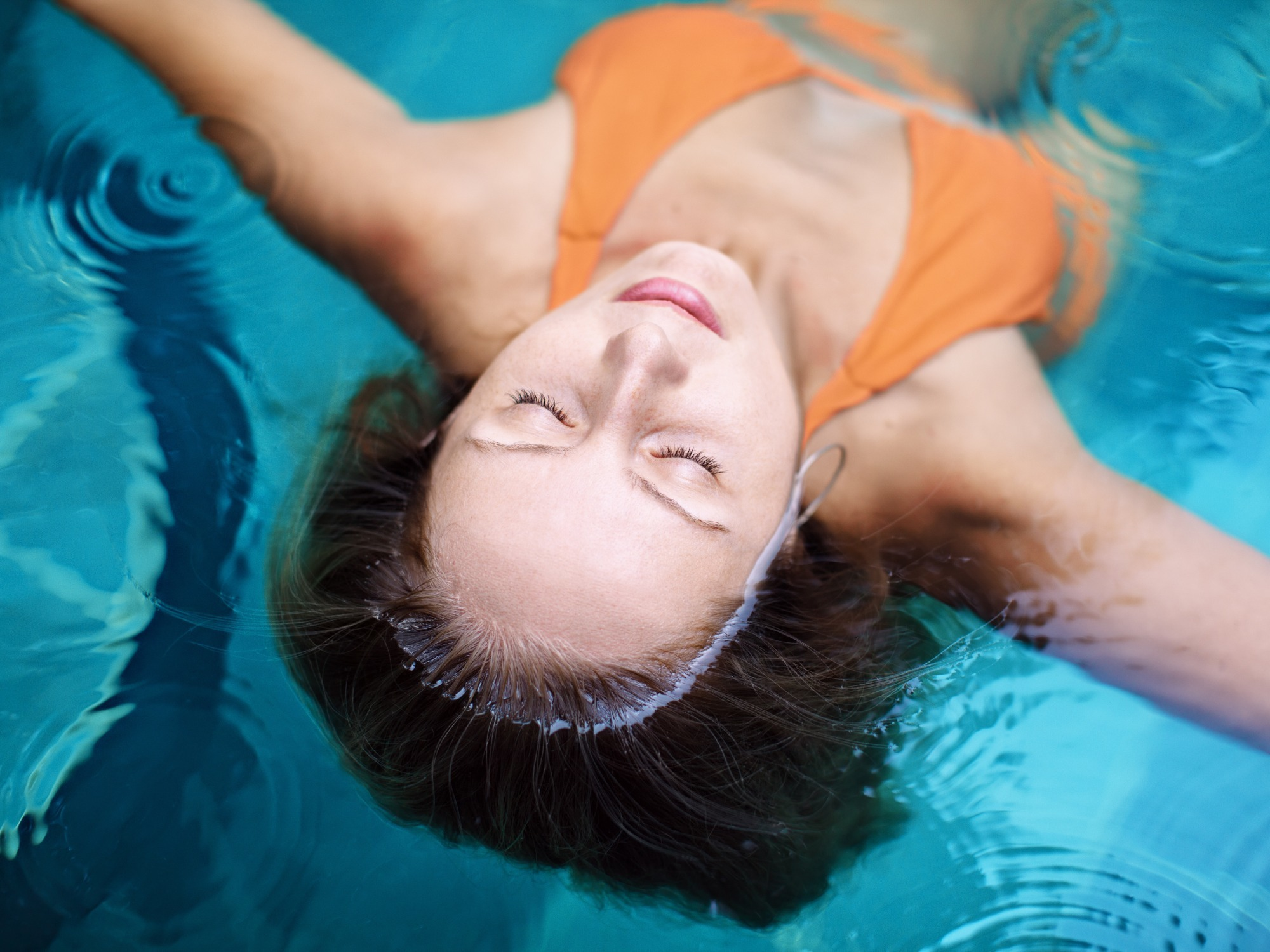 Feeling weightless in immersion therapy