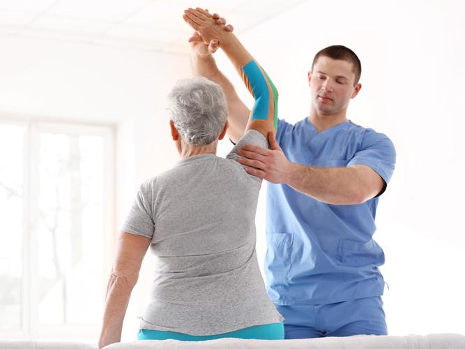 Older women with physiotherapist