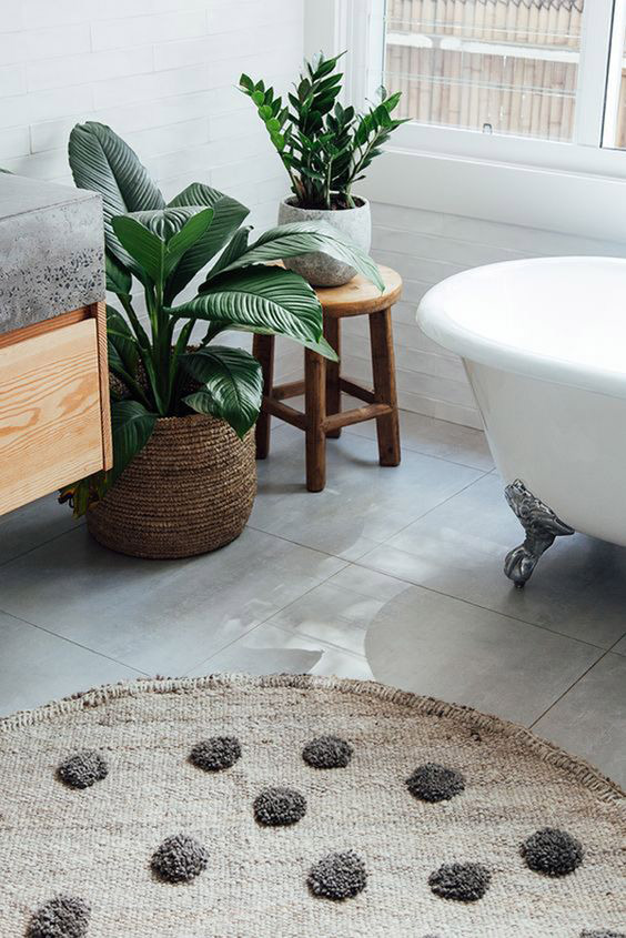natural textures in the bathroom