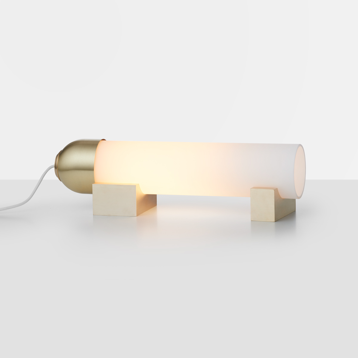 Articolo lighting float lying down table lamp snow brass on