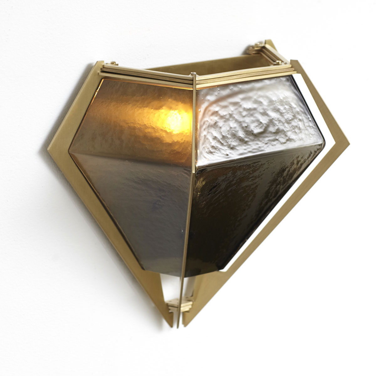 Harlow wall sconce brass smoked 2