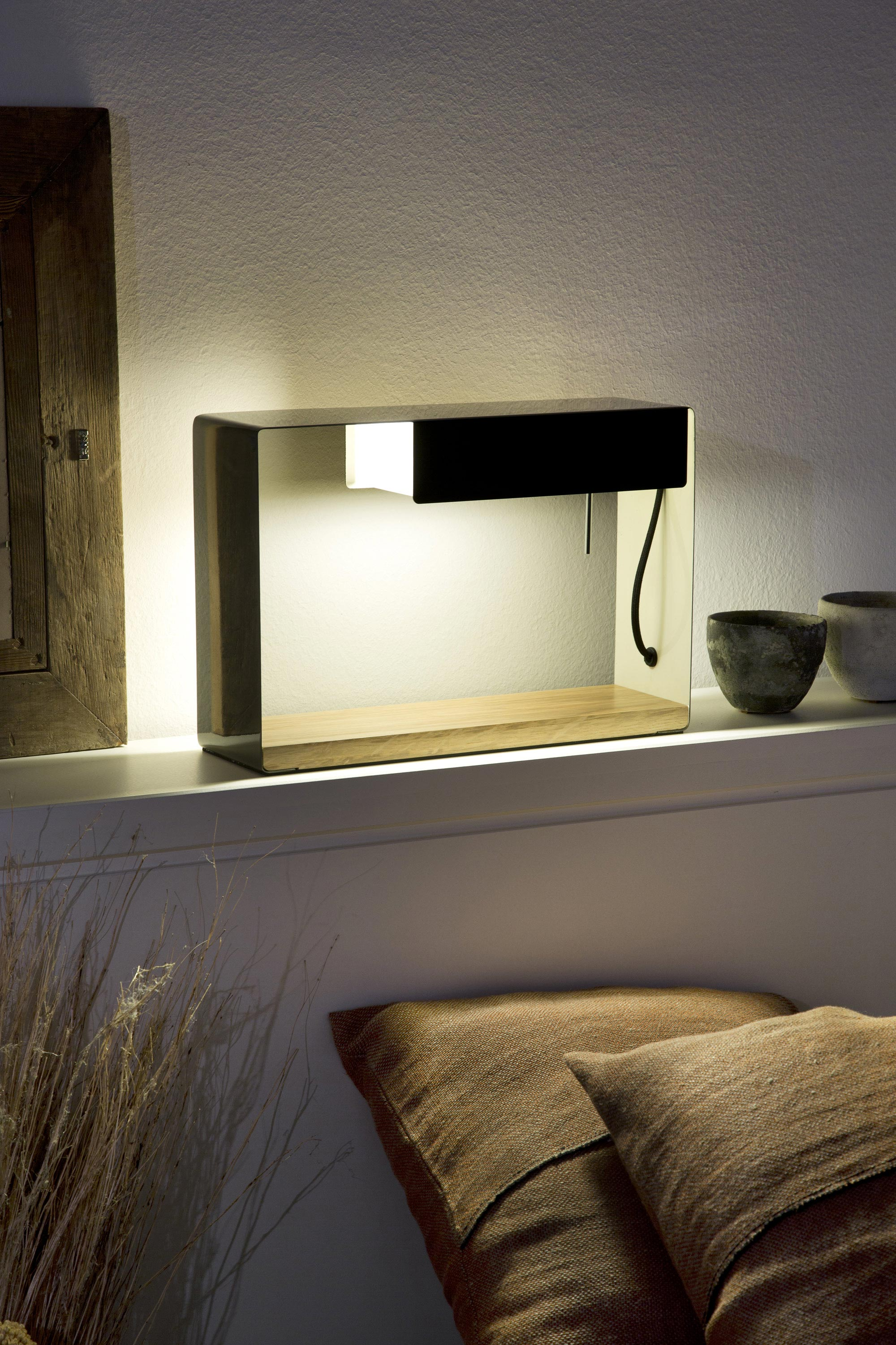 La discrete brown grey bedside