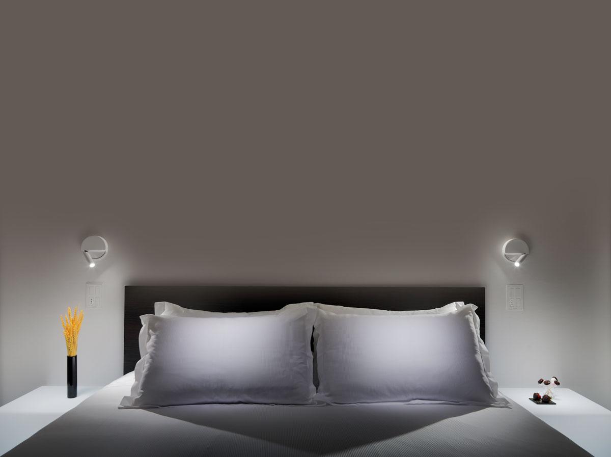Ledtube r white hotel room