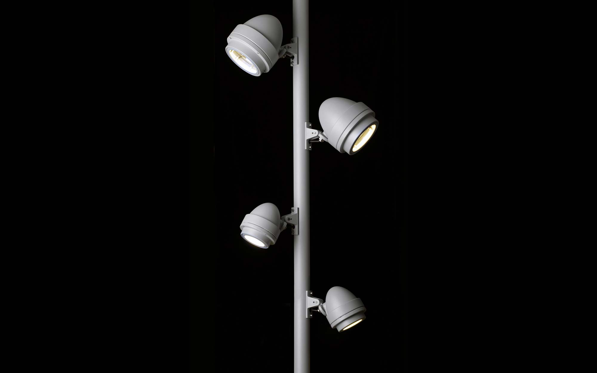 Landing products outdoor pole nightspot 01