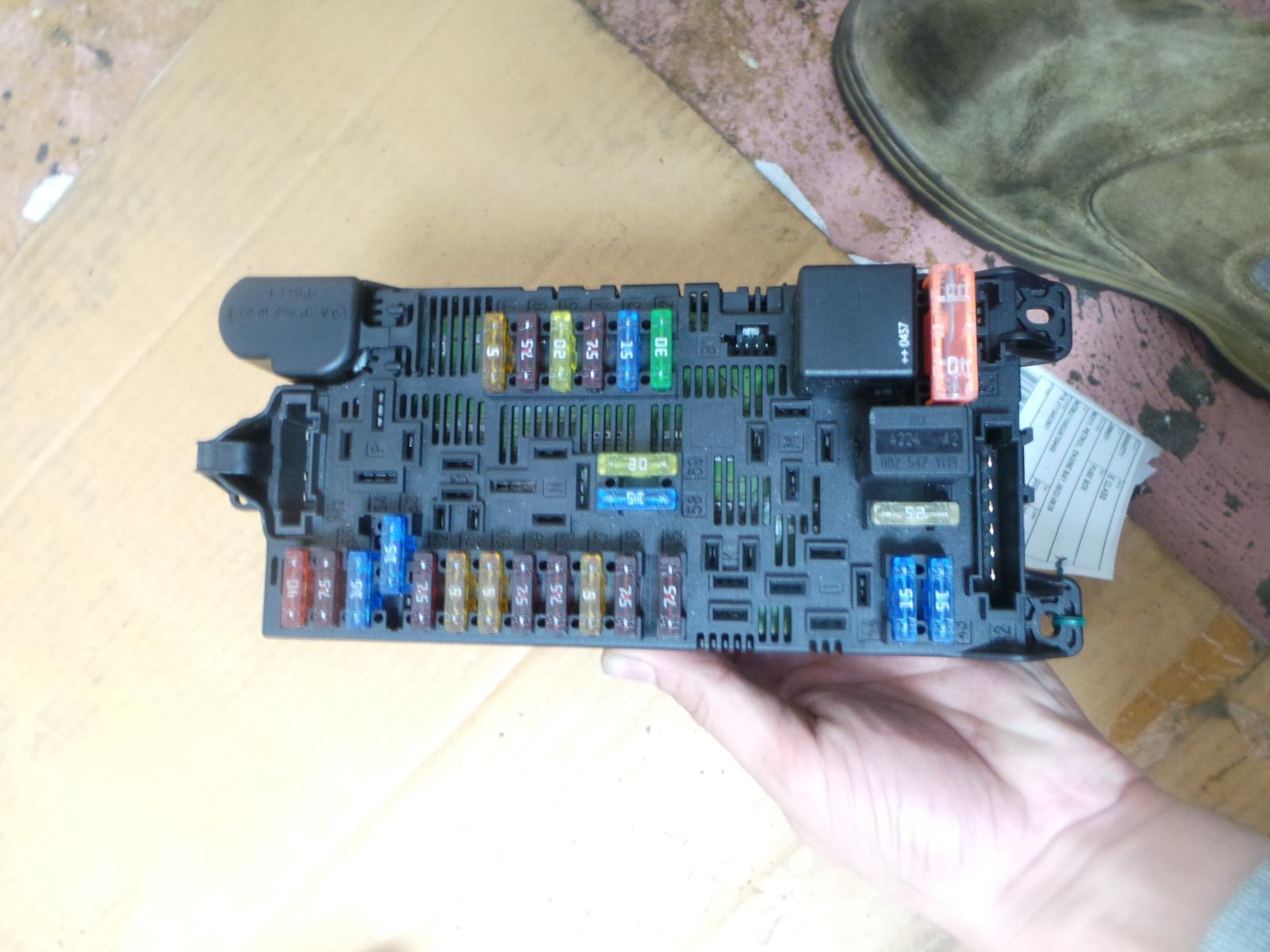 details about mercedes e class fuse box w211, petrol, engine bay, 09 02 08 09 p n 2115453901 W211 E550