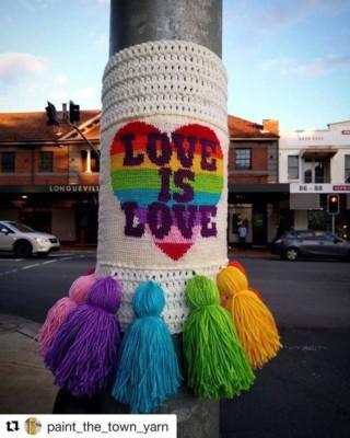 yarn bomb knitting