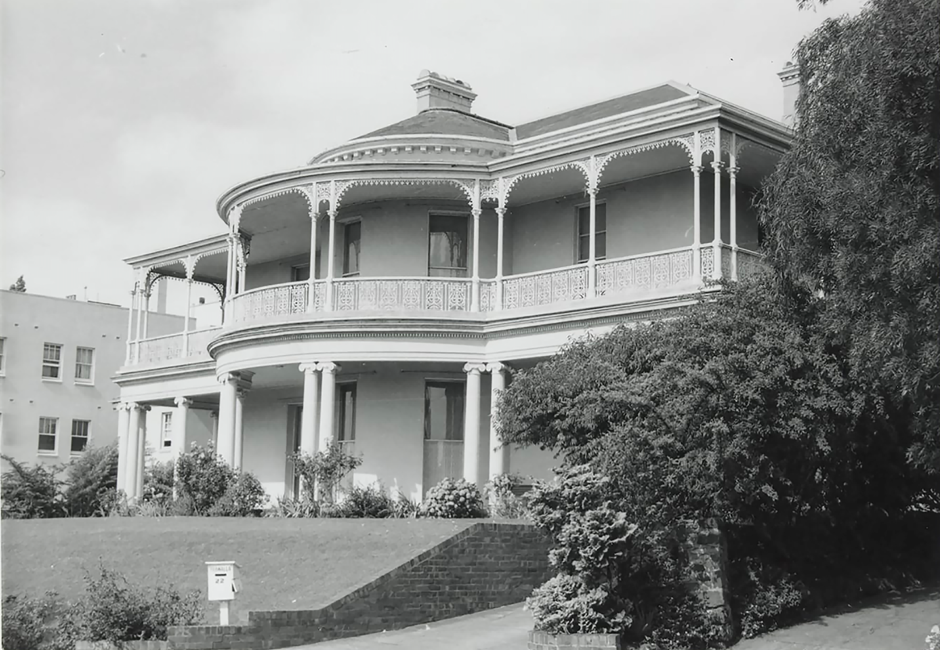 Trawalla Toorak, 1963 (Photographer: John T Collins; State Library of Victoria collection) Decorative Arts Auction Melbourne