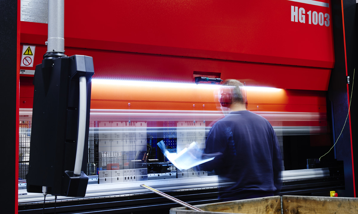 Amada's HG1003 an Austech Expo Crowd-Magnet