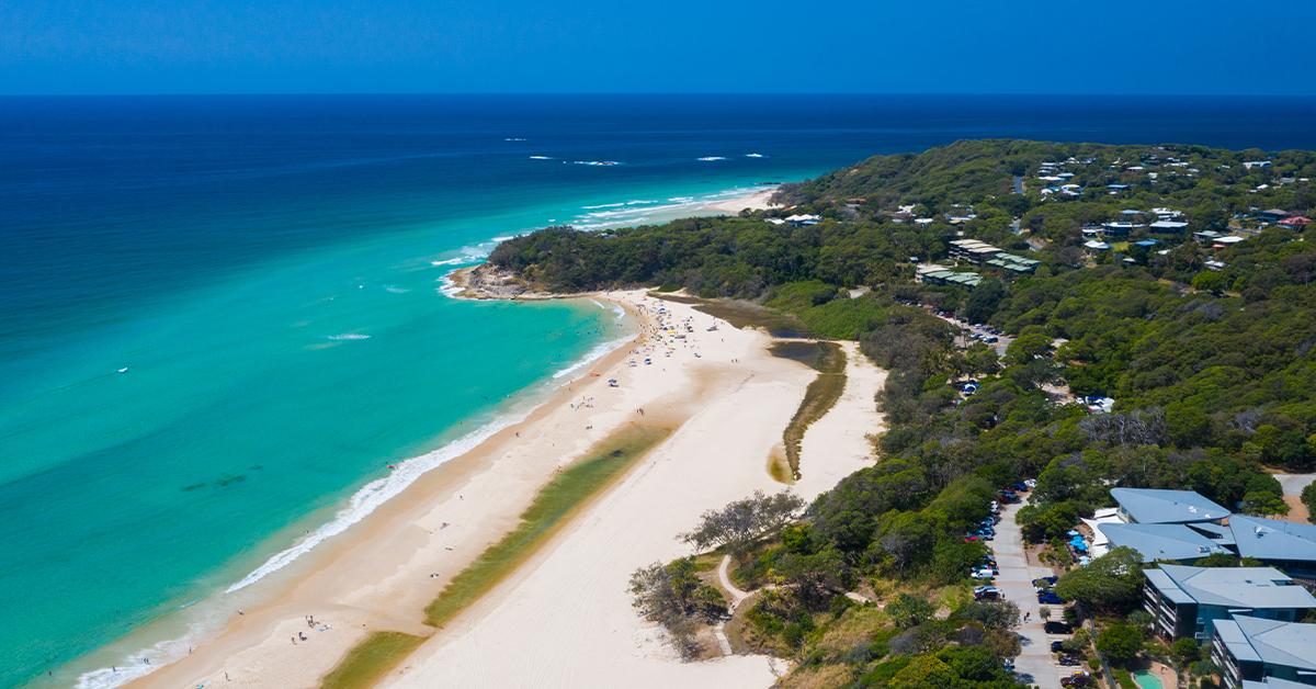 https://s3-ap-southeast-2.amazonaws.com/media.meritonsuites.com.au/wp-content/uploads/2014/11/09110241/Cylinder-Beach.jpg