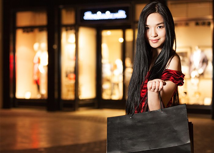 CHINESE FLY IN, FLY OUT TO SHOP FOR CHRISTMAS
