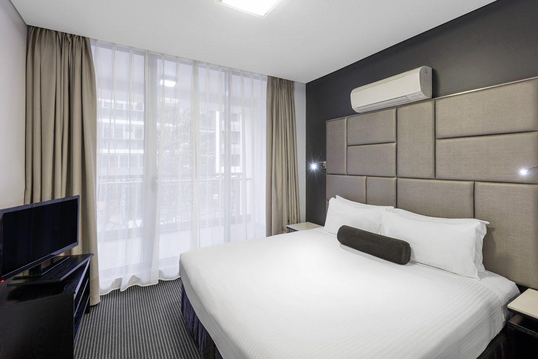 2 Bedroom Modern Suite Zetland Meriton Suites