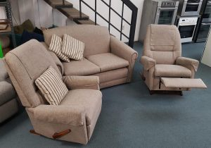 La Z Boy 2+1+1 Lounge Suite – Rocking Chairs – Reconditioned
