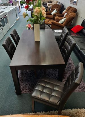 Lovely 7-Piece Solid Wood Dining Suite