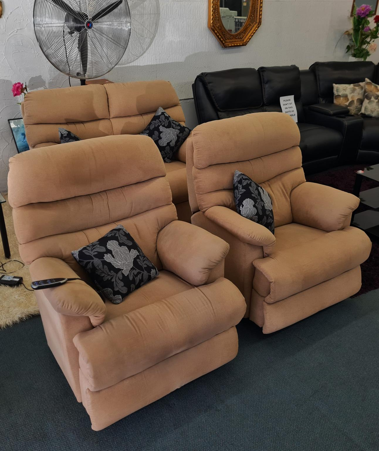 The La-Z-Boy 'Cortland' 2+1+1 Lounge Suite with Electric Recliner! – Muse Camel