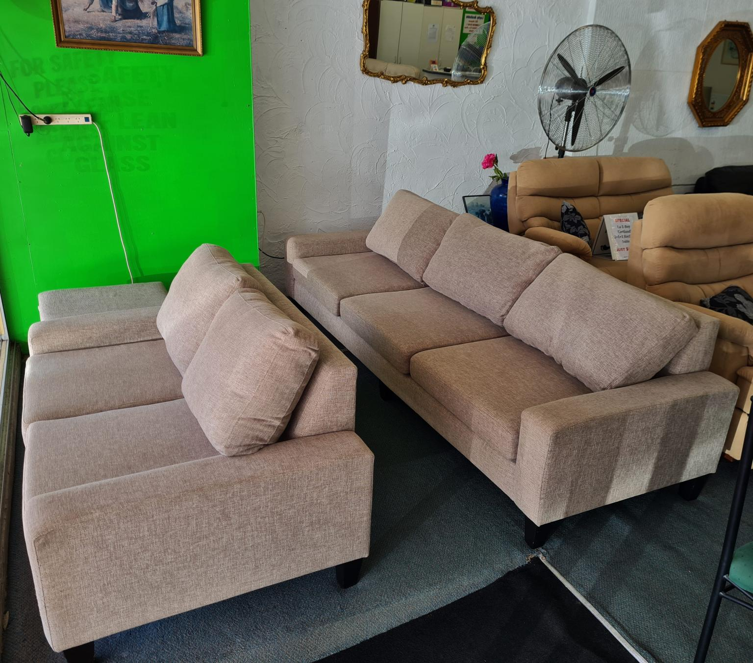 4+2 Seater Large Lounge Suite with Ottoman