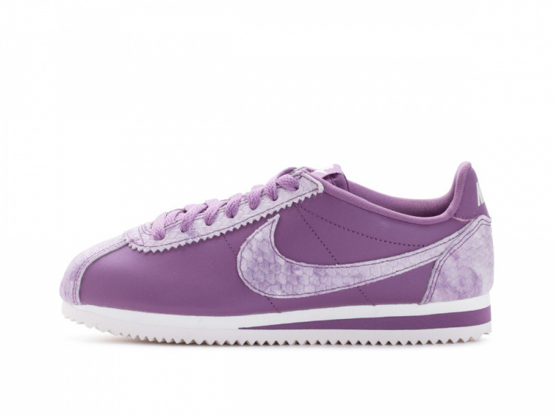 best sneakers 00cea d8db0 NIKE WOMENS CLASSIC CORTEZ PREM LOW TOP LACE UP RUNNING SNEAKER US