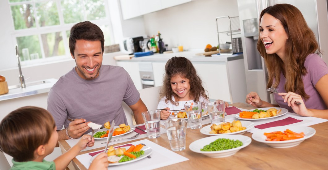 Why You Should Eat Dinner As A Family Every Evening