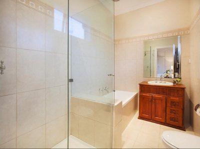 Bathroom Bonny Street
