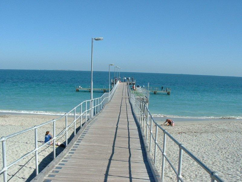 how to get to coogee beach perth