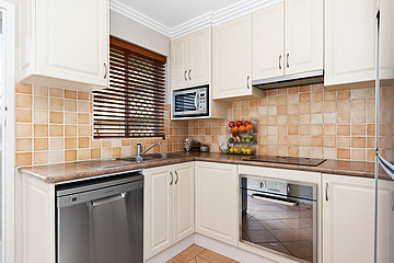Property in HAMILTON HILL, 16/4 Southend Road