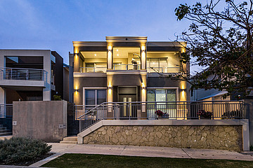Property in NORTH COOGEE, 3 Pantheon Avenue