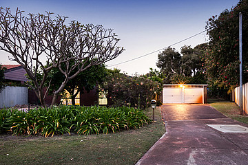 Property in THORNLIE, 20 McLeish Place