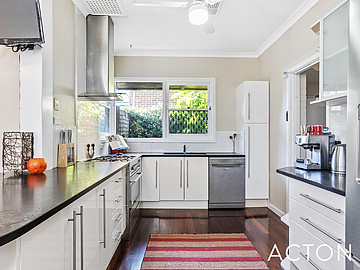 Property in HAMILTON HILL, 11 Longson Street
