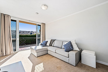 Property in SOUTH PERTH, 9/16 Hensman Street