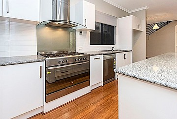 Property in VICTORIA PARK, 8 Plomarion Rise