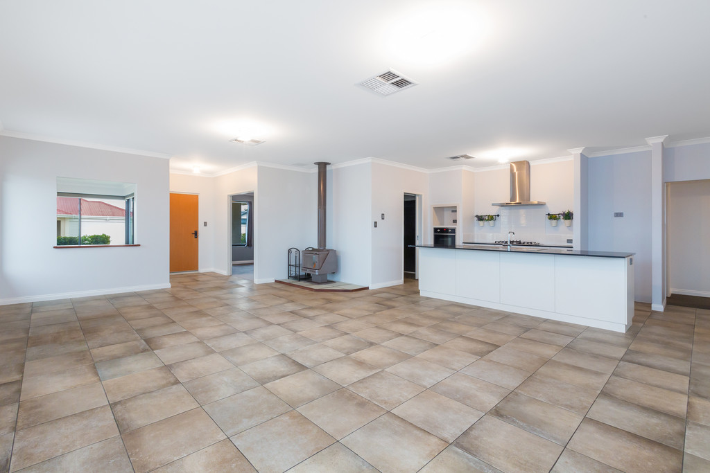 Property for sale in BYFORD, 7 Bingham Way : Attree Real Estate