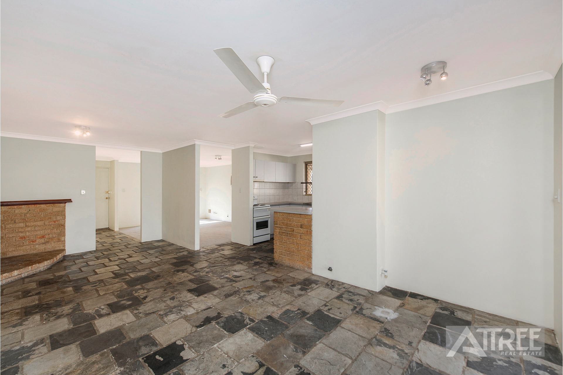 Property for sale in GOSNELLS, 7 Parrot Court : Attree Real Estate