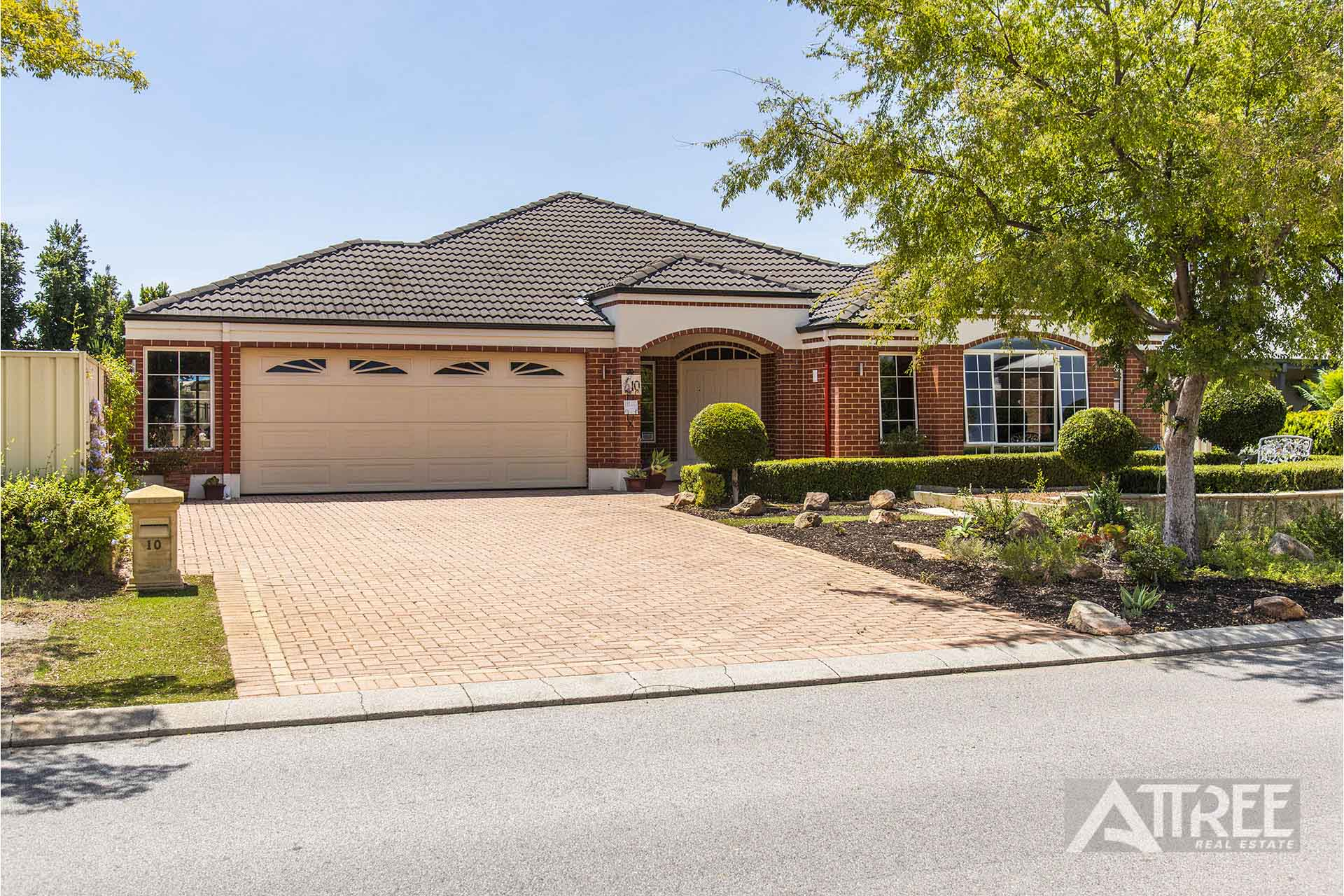 Property for sale in CANNING VALE, 10 Greenwich Parade : Attree Real Estate