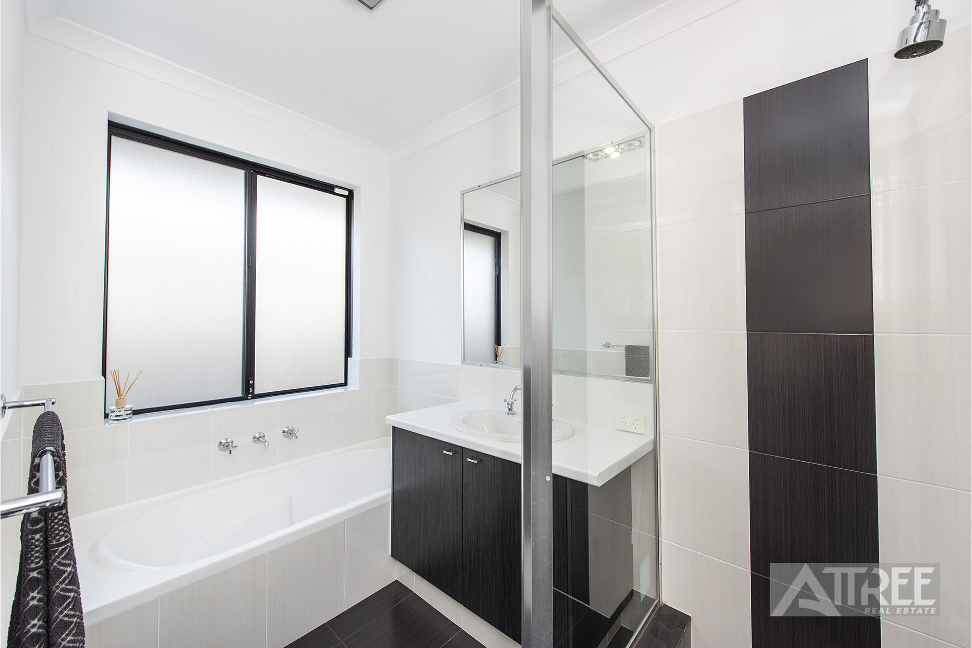 Property for sale in CANNING VALE, 81 Waterfoot Loop : Attree Real Estate