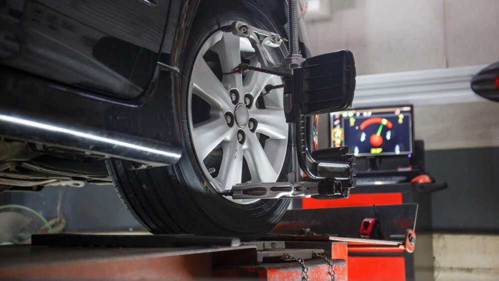 Vehicle in mechanical workshop having a wheel alignment service.