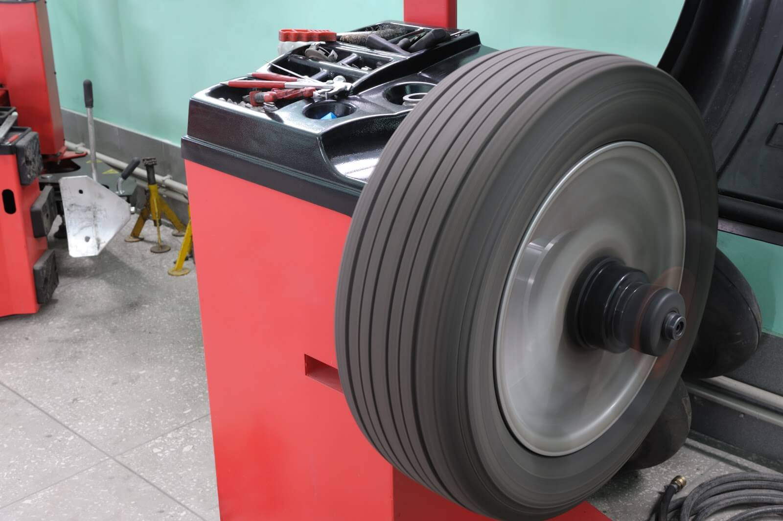 Top 5 signs to look out for when you might need a wheel balance cover image