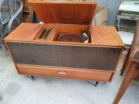 Vendor -old-stereo-radio-gram