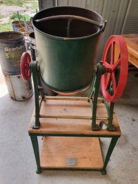 Vendor - very-old-hand-dough-mixer