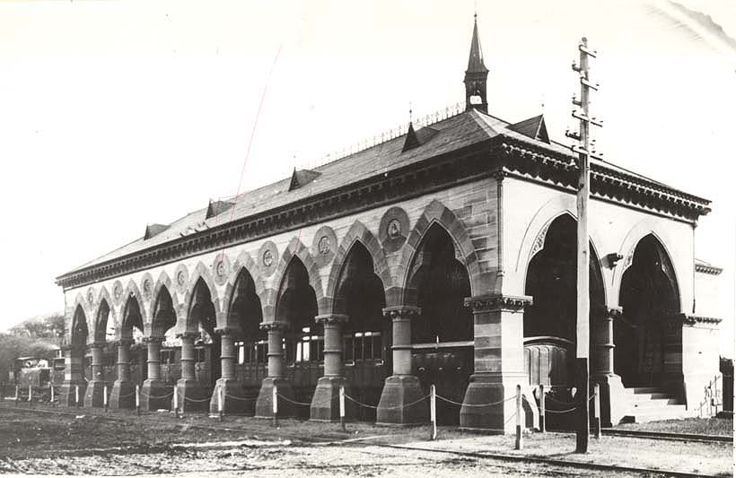 [Mortuary Railway Station, Sydney (NSW) - funeral train at station]